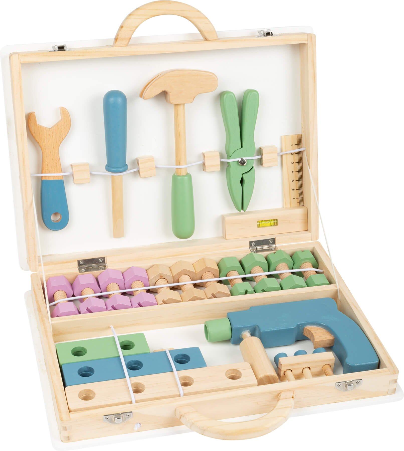 Værktøjskasse i træ i kuffert med navn