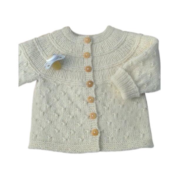 Strikkeopskrift Babytrøje med knudemønster (PDF)