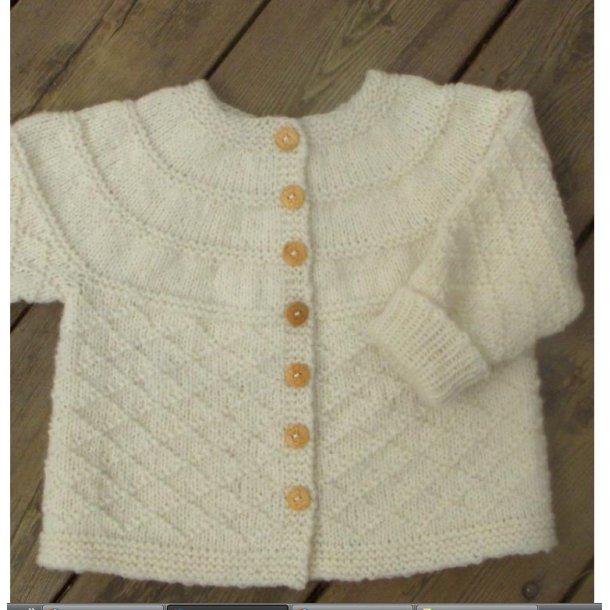 Strikkeopskrift Babytrøje med glat bærestykke (PDF)