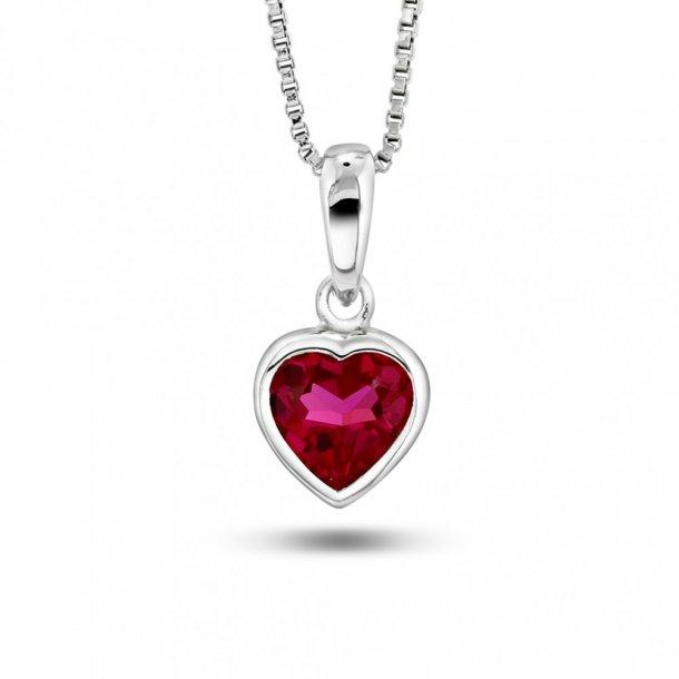 Halskæde i sølv med cerise hjerte